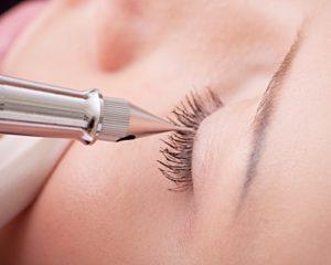 haute-makeup-semi-permanent-makeup-eyeliners-application-500x400